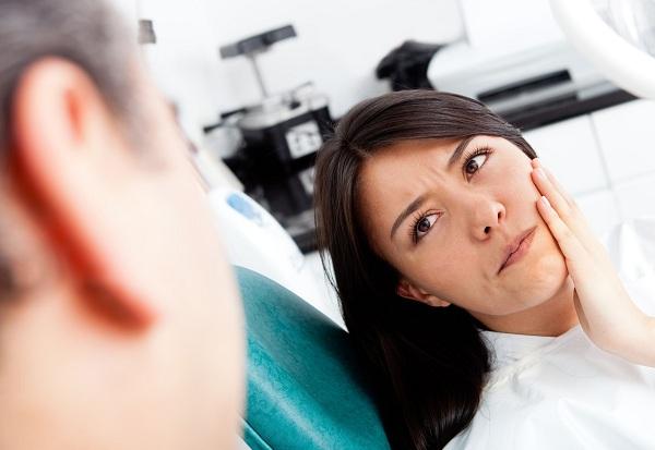 сколько держится отек после имплантации зубов