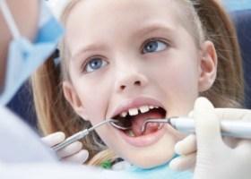 болит у ребенка молочный зуб