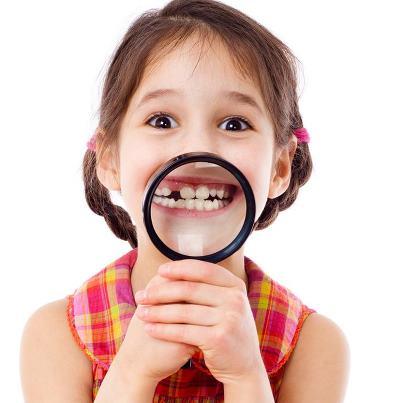 у детей болят зубы молочные