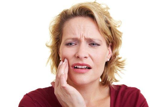 чем отличаются дешевые зубные имплантаты